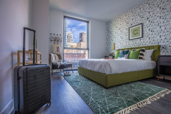 Domio | Merchandise Mart | Stylish 2BR/2BA + Pool and Fitness Center