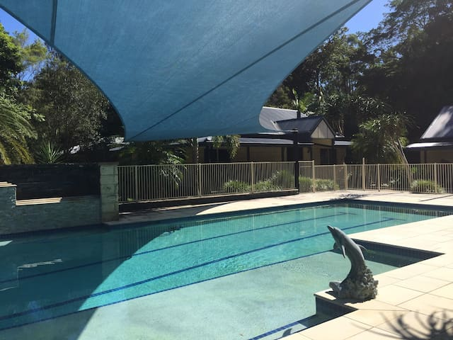 Spacious 2 Bedroom Cottage in Resort Style Setting - Tallebudgera Valley - Haus