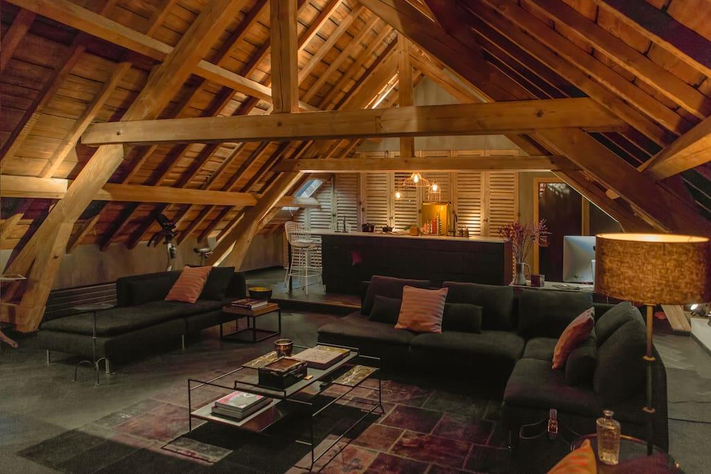Luxe loft met prive spa in het centrum van gent for Design appartement gent