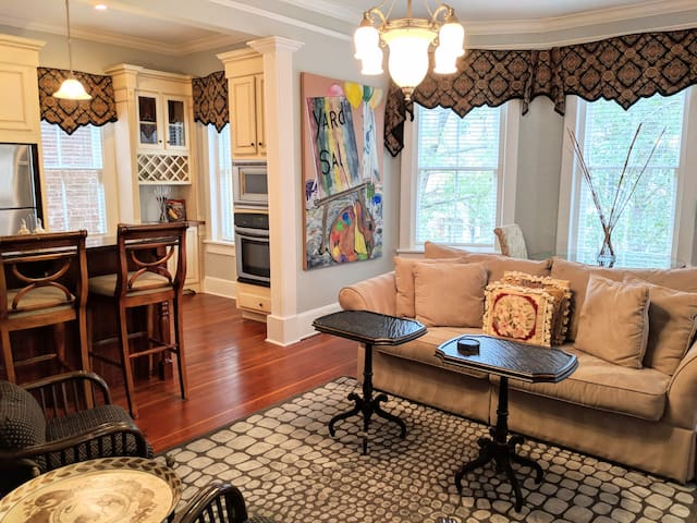 Luxury Living Savannah: Best Location on Jones St.