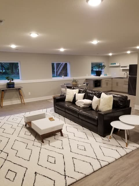 Modern simplicity. Full of amenities price for 1