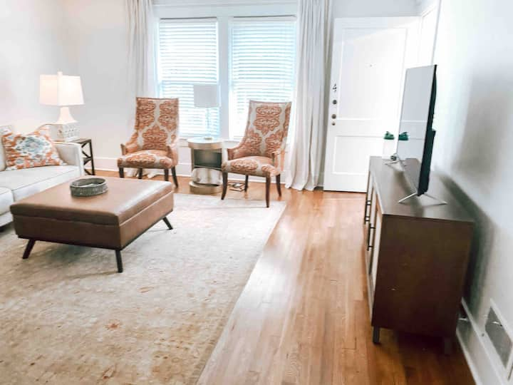 Renovated 1 BR Apt Downtown Danville!
