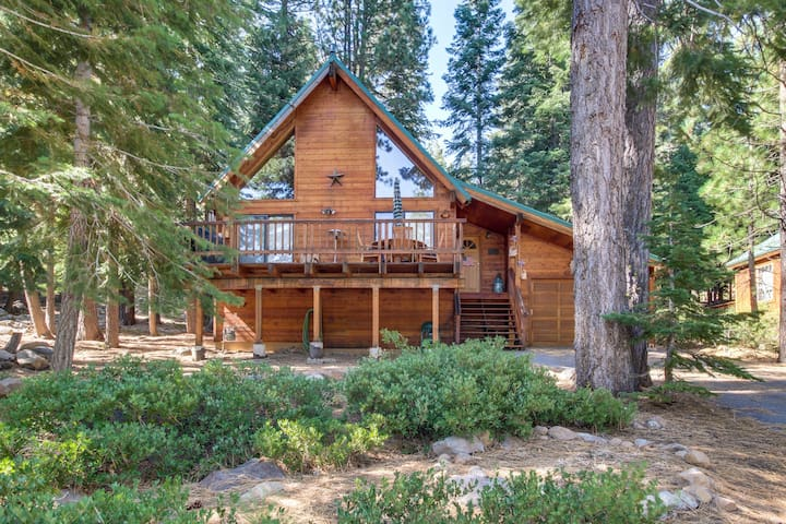 Spacious cabin in the woods w/ shared pool, hot tub - near golf, lake, & slopes!