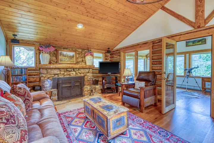 Historic cabin w/ furnished deck & mountain views! Optional Bunkhouse available.
