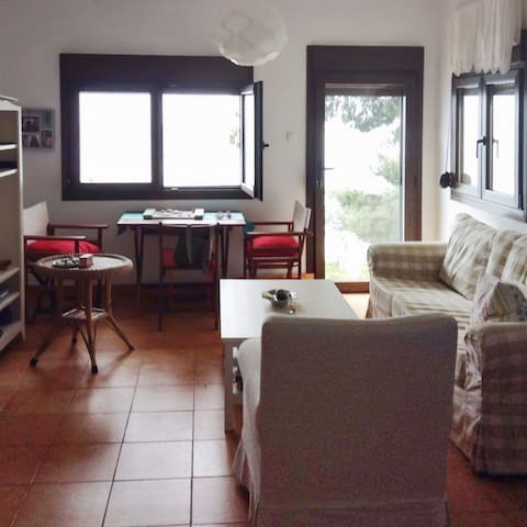 Sunny apartment w/ beach access - Moles Kalives - Apartament