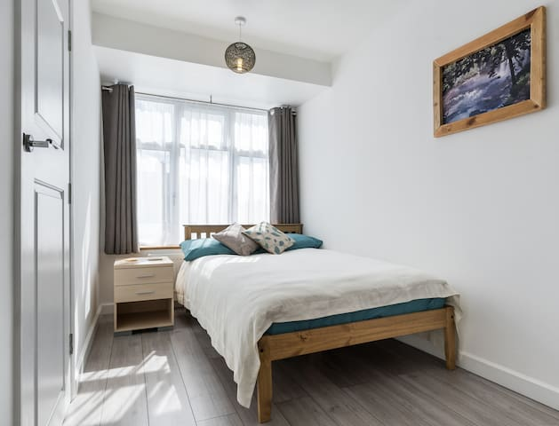 Bright Studio:Ensuite &Kitchenette 30mins to zone1