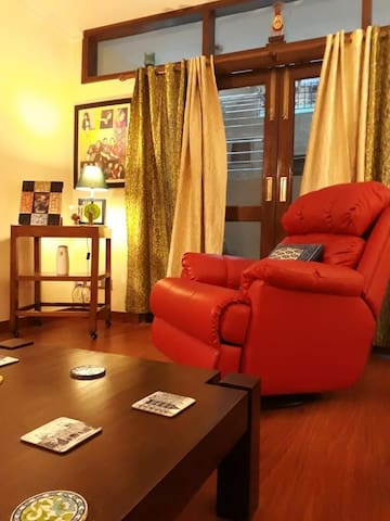 Superbly located South Delhi home- 24*7 care taker