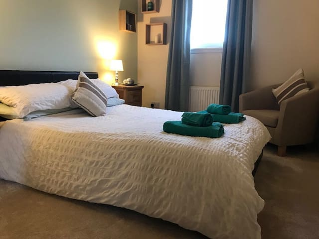 Private double bedroom and bathroom in shared flat