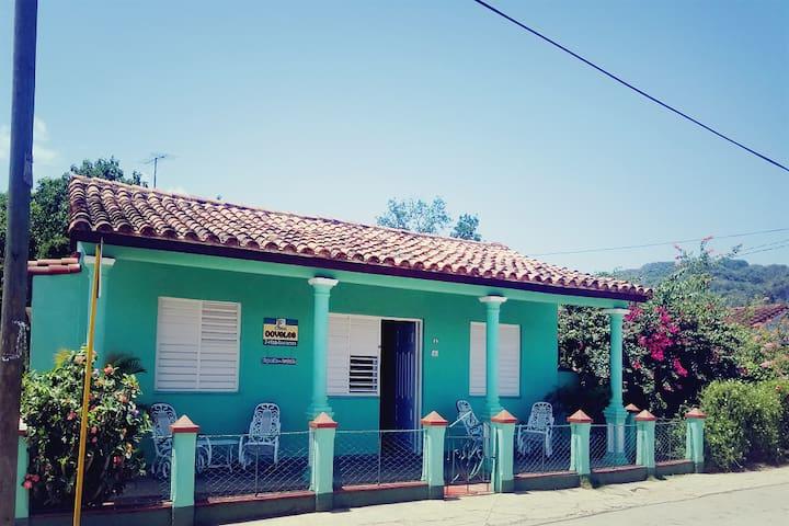 Casa Dovales con excursión a Cueva Santo Tomás