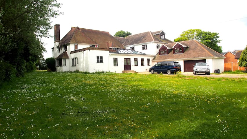 Kent 5 Bedroom Mansion with Amazing Views - England - House