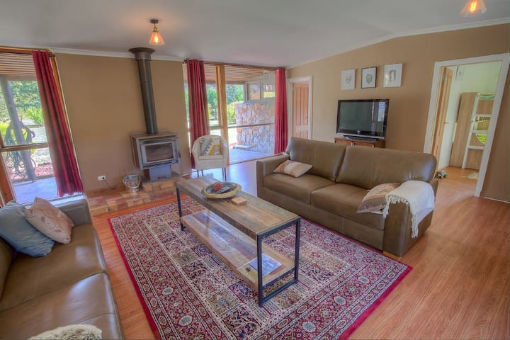 Freeburgh pet friendly cottage
