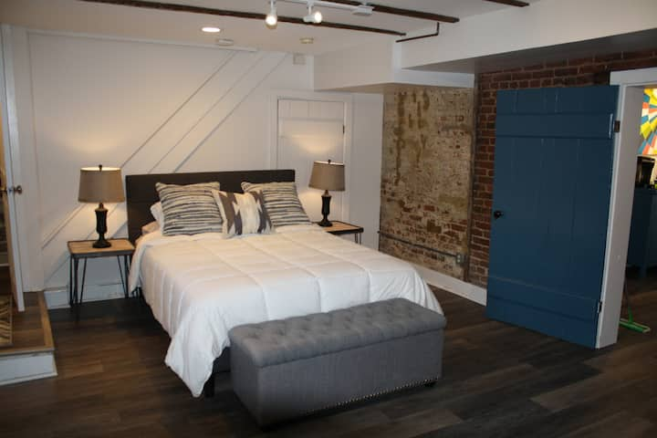Private apartment downtown near Rupp/Jefferson St