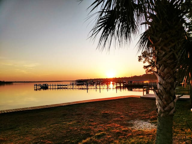 Prices lowered for Fall,  2 bedroom condo on Bay