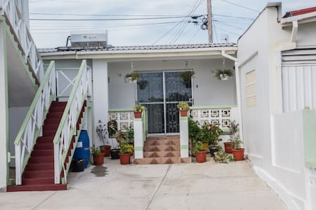 Lovely AC 1 Bed near Beaches Amenities Nightlife!