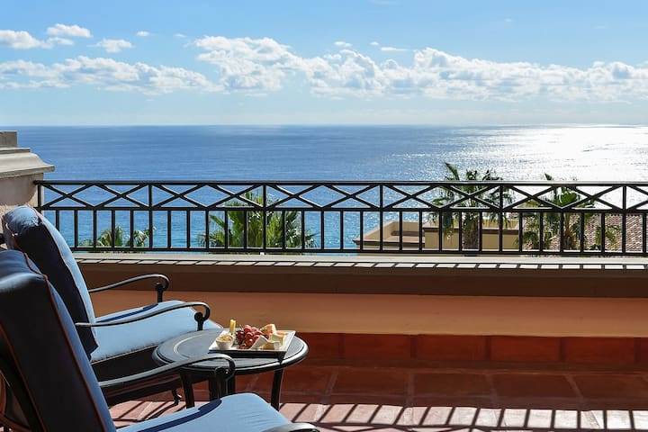 Cabo San Lucas Luxury Executive Suite for you!