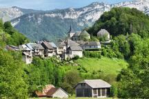 Le Vieux Bourg du Châtelard, chef lieu du cœur des Bauges.
