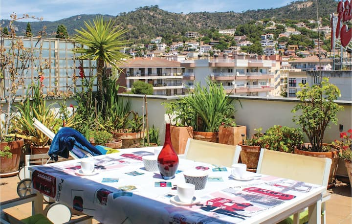 Beautiful apartment in Tossa de Mar with 2 Bedrooms