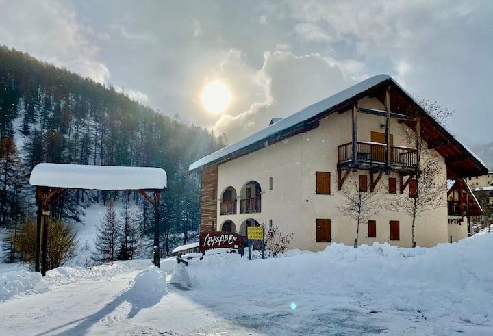 Le Luna : Luxe, confort et ski aux pieds !