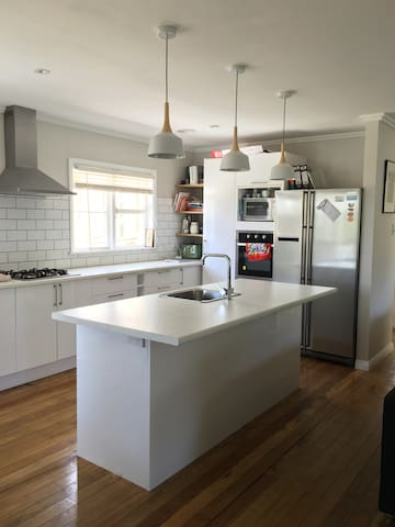 Book a entire warm 3 bedroom house, great for kids - Wellington - Rumah