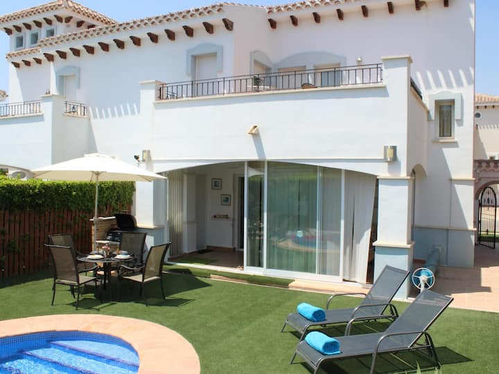 Beautiful villa with a totally private pool ideal for 6 people.