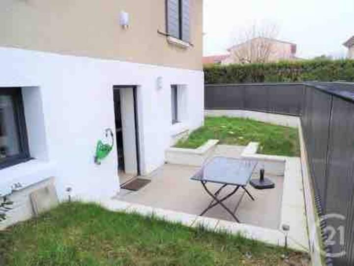 F2 avec jardinet et terrasse à Lyon 5