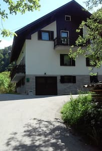 Koren Farmhouse sleeps 7 riverside - Stopnik
