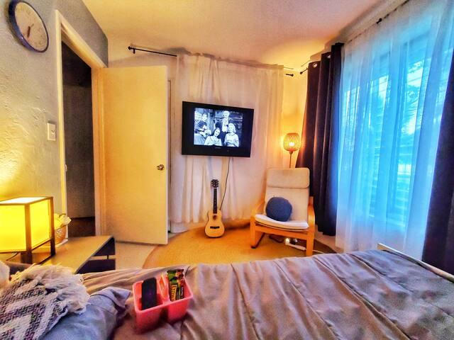 Cozy, Clean & Relaxing Bohemian Suite