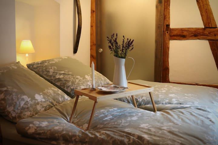 Großes Doppelbett 1,80 x 2,00 m