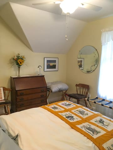 Double bed, secretary with fold down desk, drawers and lamp, 2 luggage racks, reading material, many guides to local attractions, west-facing window. New ceiling fan.