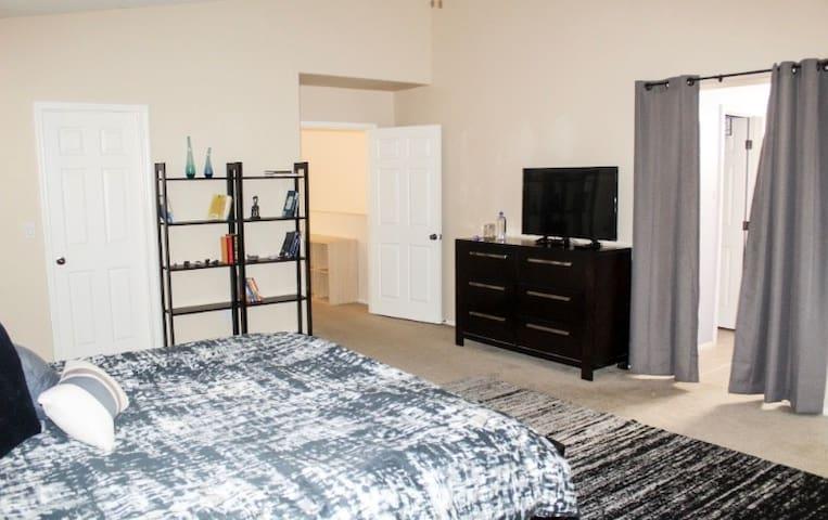 Beautiful 4 Bedroom House in Las Vegas