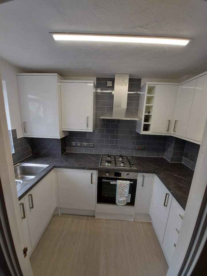 A Cosy Double bedroom @ NN2 7mins to town centre.