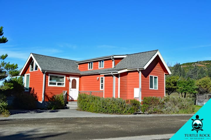 Premium Creek View in Gold Beach OR (Cottage 44)