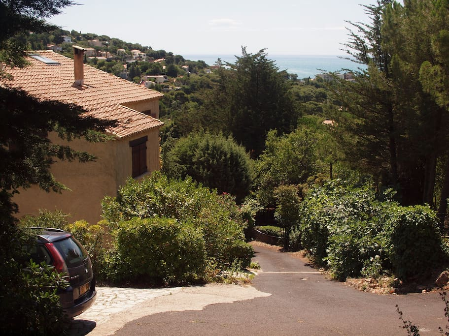 Private access to the house ...through a rather steep road