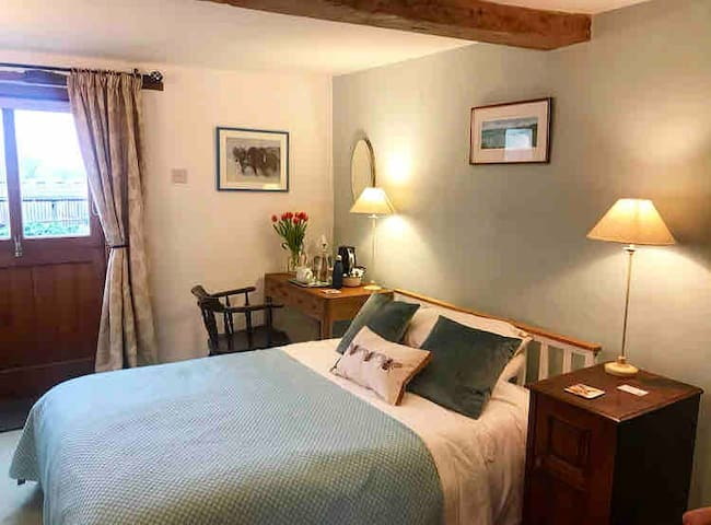 Tranquil Farmhouse B&B in the Severn Valley