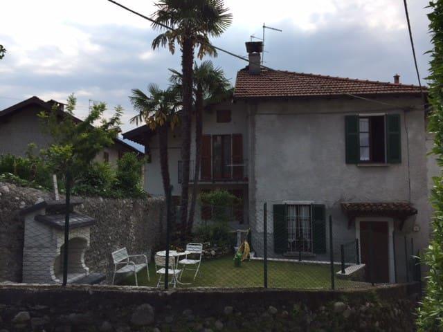 Casa indipendente con giardino in borgo - Griante - Ev