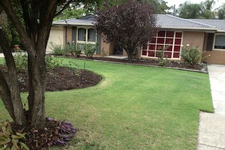 Self catered full equipped Q/B.room. - Forrestfield - Ev