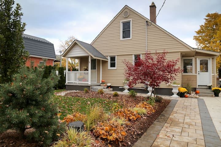 Cherry Street - HOT TUB, FIRE PIT, LARGE PROPERTY