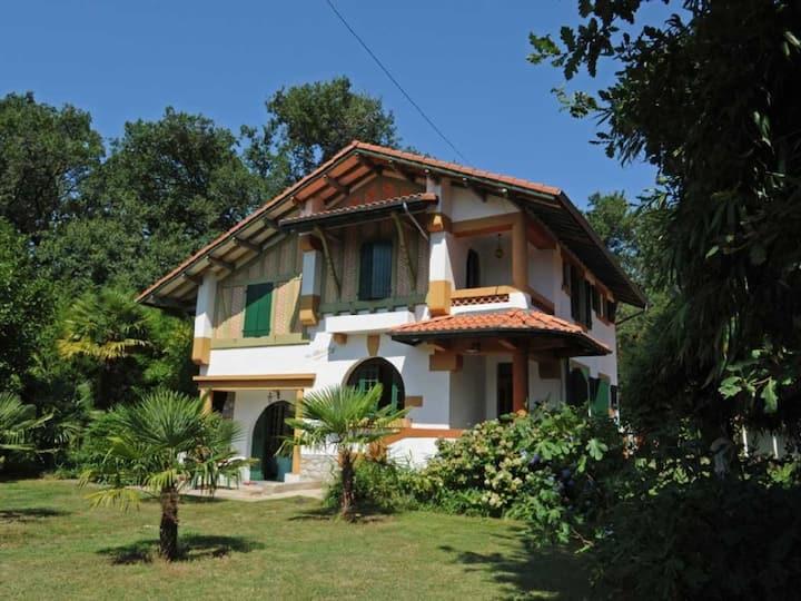 alleinstehende Villa am Waldrand