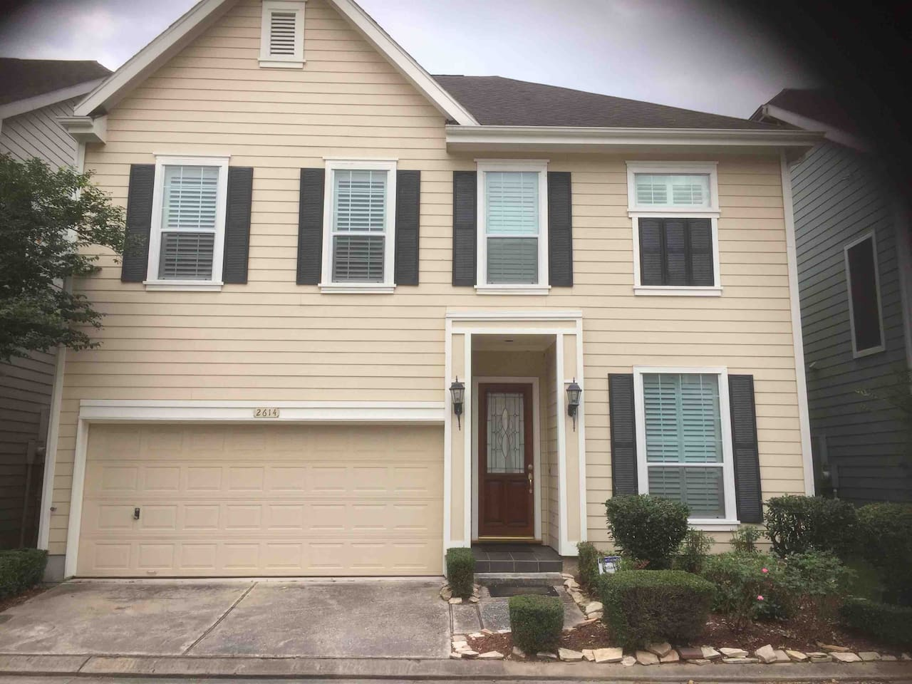 Built in 2004. Leave all your troubles outside, and enjoy peace and happiness inside.  This gated community is home to friendly neighbors and a great sense of privacy.