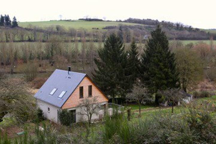 Un chalet au bord de l'Orne - Neumers - Huis