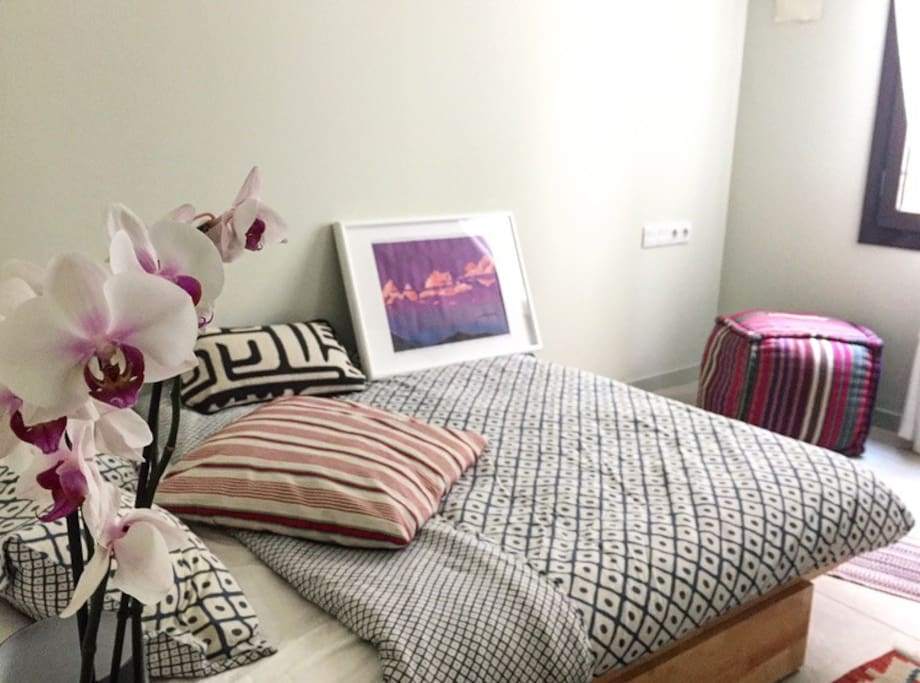 Fully equipped room, queen size bed, big wardrobe, nice window in gorgeous building and flat