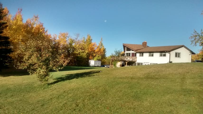 Beautiful, Peaceful Space on Acreage Close to Town - Strathcona County - ที่พักพร้อมอาหารเช้า