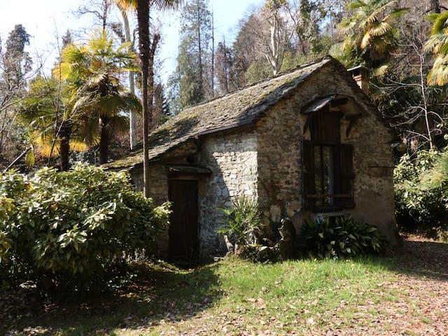 Tessiner Haus-Park der Villa Volpi - Ghiffa - Talo