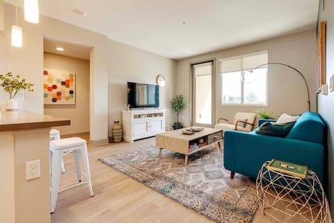 Lux 2BD | Disney, Knotts | Pool Open | King Bed