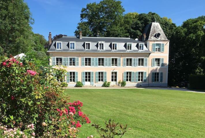 1 à 2 Chambres d'hôtes  Château d'Amécourt