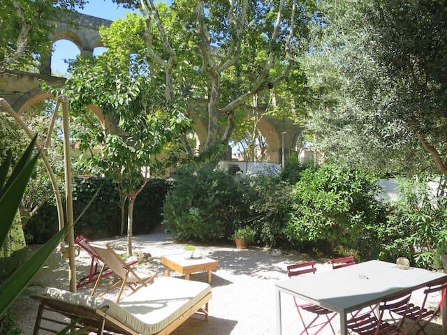 Maison 100m2 jardin aux arceaux maisons louer montpellier languedoc roussillon france - Maison jardin condominium montpellier ...
