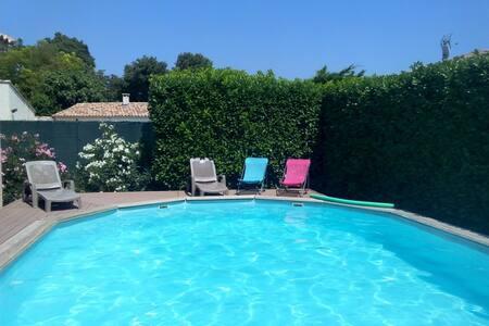 Villa avec  jardin et piscine  en Juillet - Salon-de-Provence - วิลล่า