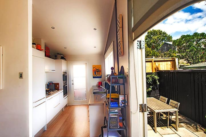 Gorgeous room in Ponsonby cottage - Auckland - Villa