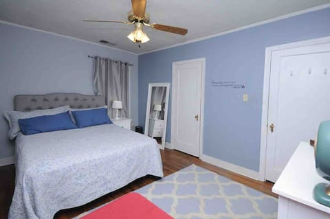 Private home with 2 bedrooms/2 bathrooms