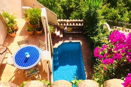 Romantic, Moorish house, pool, terraces nr Granada